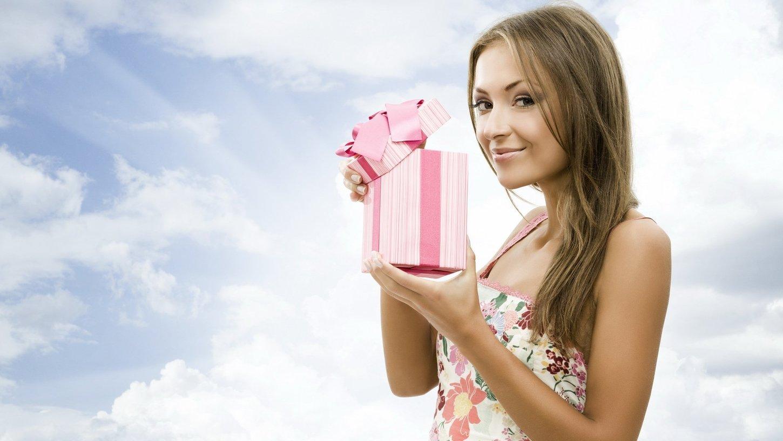Выбираю подарок девушке на 732