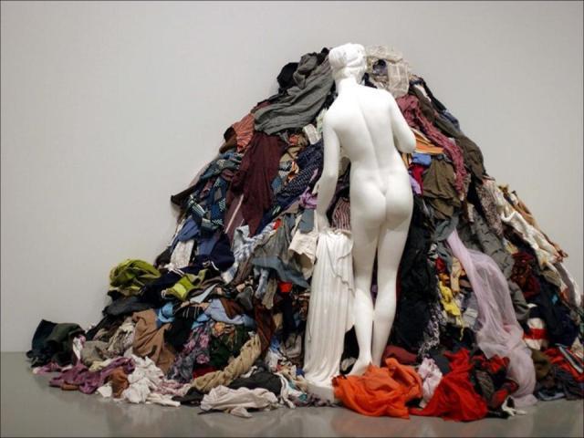 aa13abda5319888 ... ваш шкаф ломится от всевозможной одежды, значит пришло время  генеральной уборки гардероба. Чтобы освободить драгоценное пространство для  обновок, ...